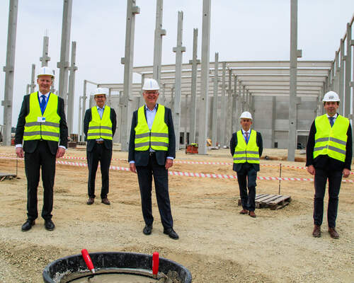 KraussMaffei lays foundation stone for new company premises in Laatzen